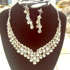 fashion crystal necklace with matching earrings